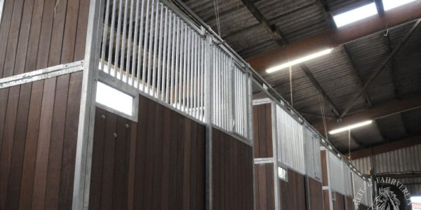Neue Pferdeboxen für Großpferde